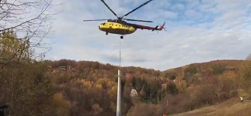 Helikopter is segített a mátraszentistváni felvonóépítésben – videó