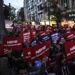 Török népszavazás: 2,5 millió szavazattal csalhattak