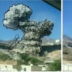 A bombák füstjéből alkot békét ünneplő képeket egy amatőr művész