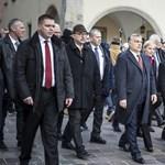 """""""Orbán a barátját tette nagyon gazdaggá, Kaczynskinek egy macskája van"""""""
