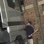 Kirabolták a kamiont - hatezer darab játékot vittek el