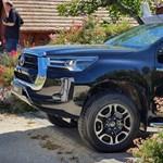 Magyarországon a megújult Toyota Hilux, üléspróbát vettünk benne