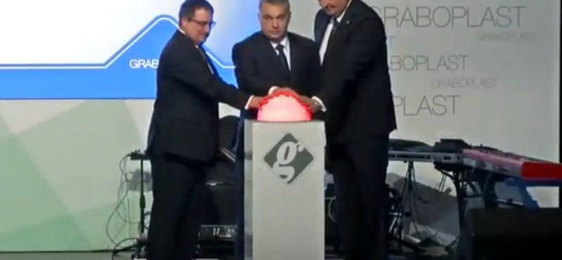 Orbán a Wallis-vezérrel nyitotta meg a luxuspadlóüzemet