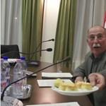 Kínjában pogácsát tukmált Herceghalom polgármestere - videó
