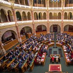 Elájult egy fideszes képviselő a parlamenti ülésen