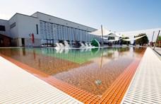 Fideszes belvillongás Siklóson: kirúgták a várfürdő üzemeltetőjét