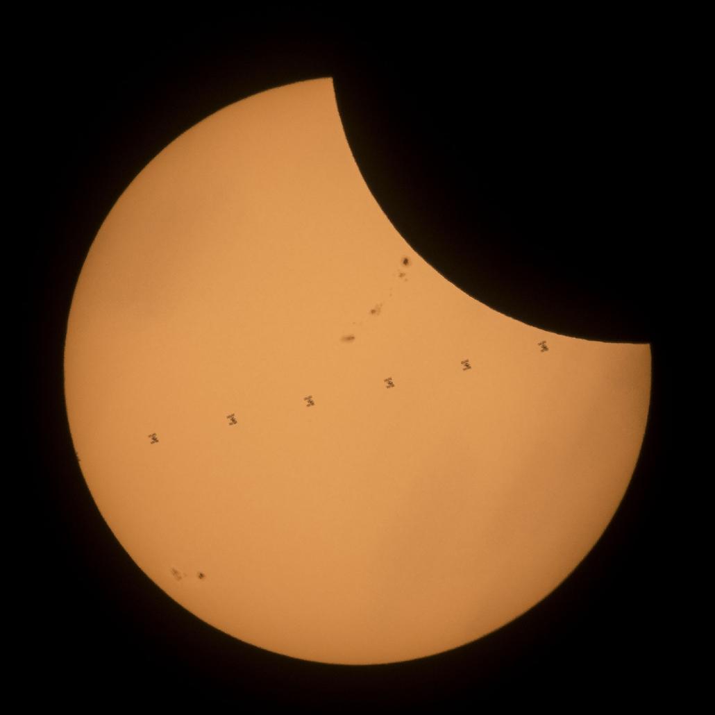 ap.17.08.21. - Napfogyatkozás az egyesült államokban - A Nemzetközi Űrállomás halad el a Nap előtt a napfogyatkozás alatt