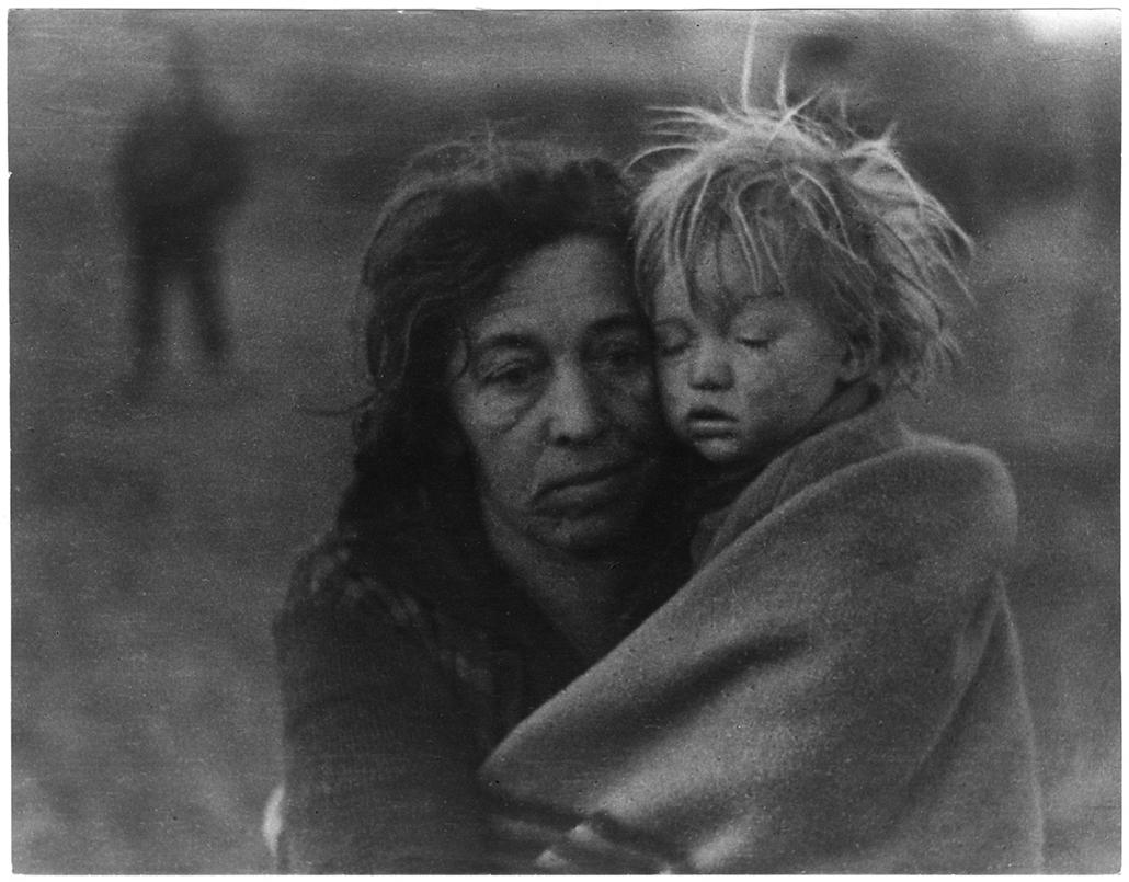 Razzia után reggel ötkor, 1935 k./1964 - Magyar sorsok és életművek - Nagyítás-fotógaléria, kiállítás