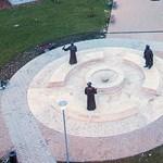 Balog Zoltán idézete áll egy református szoborcsoport középpontjában