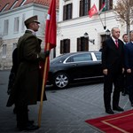 Orbán Erdogant is kivitte a teraszra – fotók