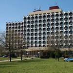 Nem dózerolják le az ikonikus balatoni szállodát