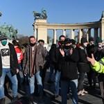 Tizennyolc tüntetővel szemben intézkedtek a rendőrök a Hősök terén