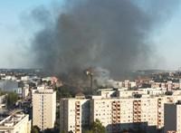 Videó első kézből: így oltották a tűzoltók a kigyulladt XIII. kerületi házat