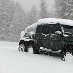 A nap videója: Ilyen, amikor még egy egy 6x6-os AMG Merci is elakad a hóban