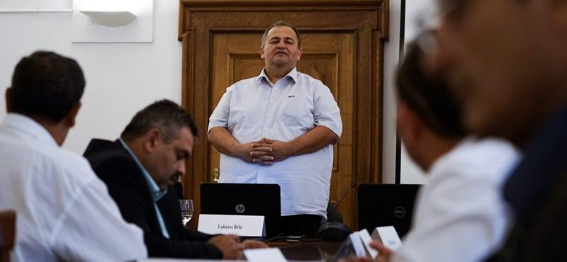 Lemond Ács polgármestere, mert kikapott a választáson a Momentum színeiben