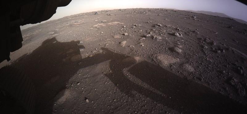 Nagy bejelentésre készül ma a NASA, soha nem látott fotókat és videókat mutatnak a Marsról
