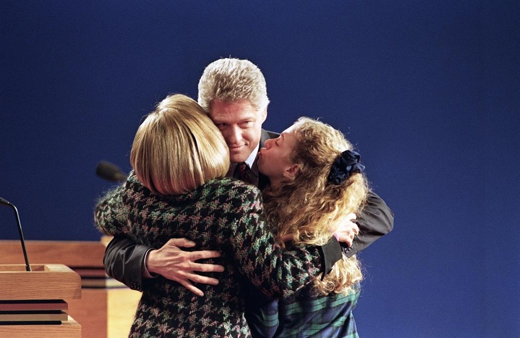 1992.10.23. - családi ölelkezés az elnöki vita után - CLNTNAGY