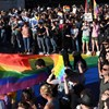 Elfogadták a homofóbtörvényt: 157 képviselő szerint a homoszexualitás = pedofília