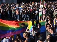 Címlapon hozza a Guardian a magyar kormány homofóbtörvényét