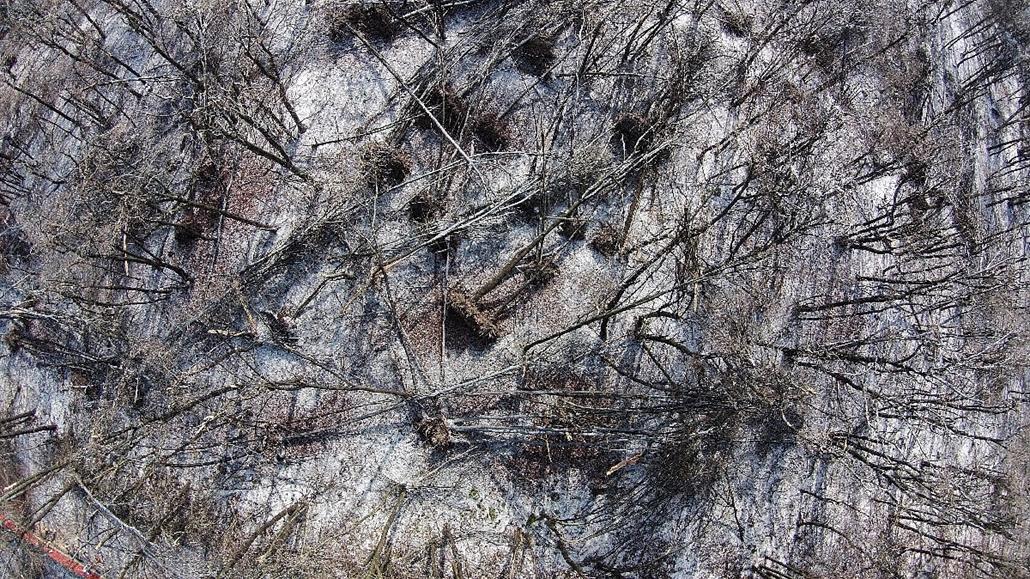 mti.14.12.04. - Dobogókő: drónról készített látkép az ónos eső utáni jég pusztításáról. - 7képei, ónos eső