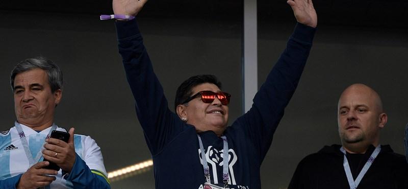 Mexikóba szerződött Maradona