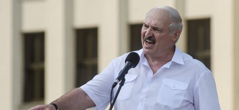 A fehérorosz elnök szerint az okos emberek a nyomógombos telefonokat keresik
