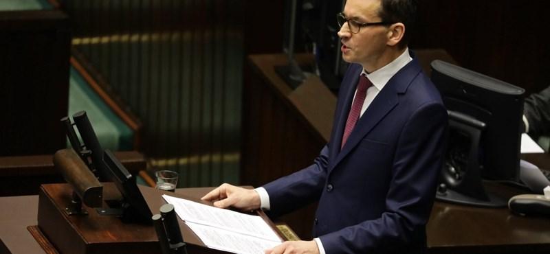 A lengyel kormány 16 ezermilliárd forintnak megfelelő összeggel segít