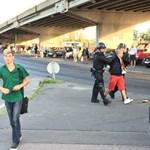 Videók: Rendőrökre támadtak az ultrák a meccs előtt
