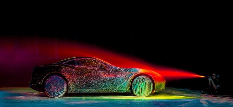 Beküldtek egy Ferrarit egy szélcsatornába zuhanyozni – videó