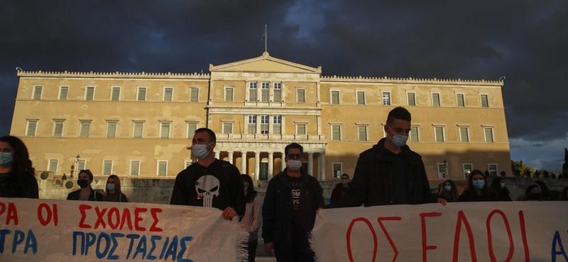 Hiába tüntettek ellene, Görögországban jön az egyetemi rendőrség