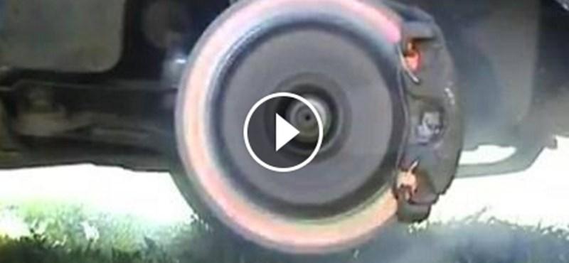 Így robban fel a féktárcsa, ha nem cserélik ki időben – videó