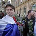Június közepétől köthetik az első melegházasságokat Franciaországban