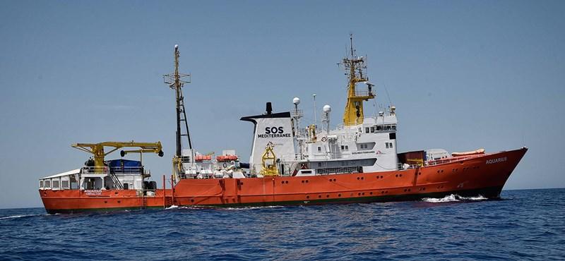 Olasz hajók segítenek Spanyolországba szállítani a kimentett menekülteket