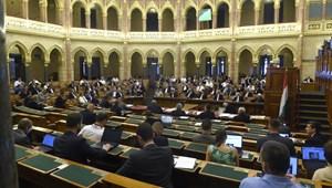 Határozatban kényszerítené vétóra az EU-csúcson Orbánt a Fidesz-KDNP