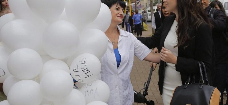 Fotó: léggömbökkel várták rajongói Pistoriust a bíróságnál