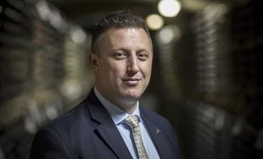 Győrffy Balázs 747 ezres fizetésből visszafizetett 25 millió forint hitelt