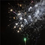Vádat emeltek a 19 éves ellen, aki tűzijátékkal lőtt meg egy nőt szilveszterkor