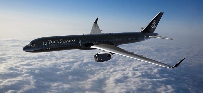 Nagyon különleges repülőgép landolt Ferihegyen: koromfekete az egész –fotók
