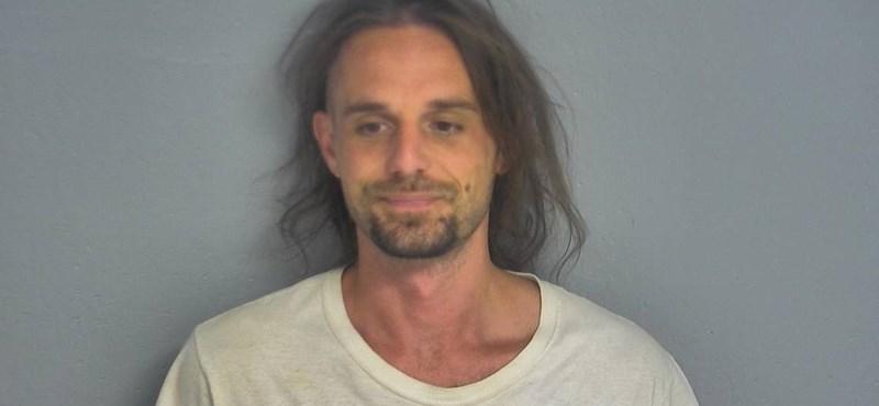 Lecsukták a férfit, aki Facebook-videóban mutatja be, hogy kell leszerelni a nyomkövetőt egy házi őrizetes lábáról
