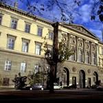 Még két évig marad a közszolgálati egyetem a mostani épületekben