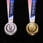 Bemutatták a tokiói olimpia eldobott telefonokból és laptopokból készült érmeit