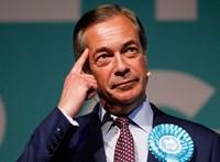 Turmixszal felfegyverkezett tüntetők miatt ragadt a buszán Farage