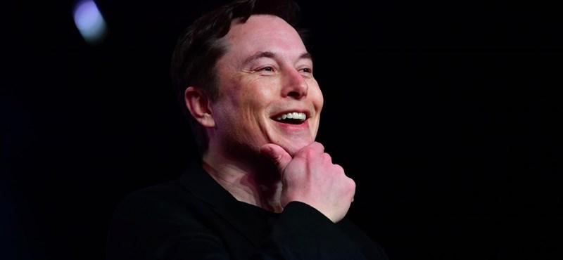 Elon Musk 250 millió dollárt tol űrcégébe