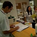 Pofon a rezidenseknek: Orbán még nem foglalkozik az orvosok bérével