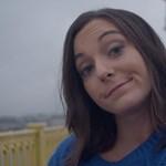 Boggie új klipje a szelfizésen gúnyolódik