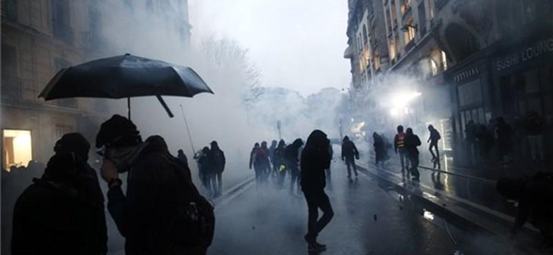 Meghátrál a francia kormány nyugdíjügyben