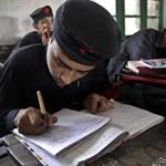 Képek: így tanulnak írni a pakisztáni diákok
