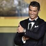 Cristiano Ronaldo Angelina Jolie oldalán debütál majd a tévében