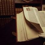 Csak 481 oldalas ez a könyv, de 660 000 000 forintért adhatják el holnap