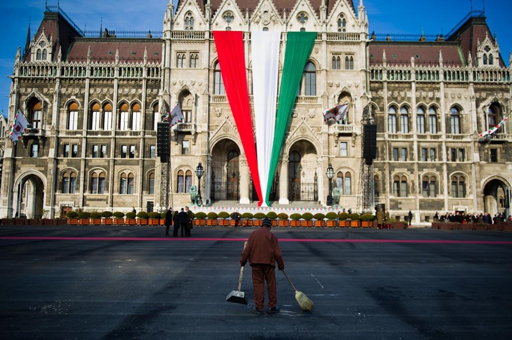március 15, zászlófelvonás, Parlament